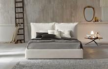 """Stylowe łóżko """" Farbe """" z pięknym wezgłowiem imitującym dwie duże poduchy. Stelaż do tego łóżka wykonany jest z aluminium w..."""