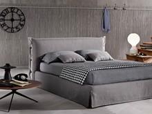 """""""Giselle """" włoskie łóżko w stylu nowoczesnym z pięknymi zdobieniami na wezgłowiu i ramie łóżka, dodatkowo naszyta..."""