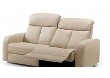 Sofa Niort to włoska sofa, będąca częścią ekskluzywnej kolekcji firmy Rosini sofa. Sofa ma tapicerkę wykonaną z skóry naturalnej. Do sofy dołączony...