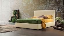 """Łóżko """" Illy """" charakteryzuje się wysokim prostym wezgłowiem wykończonym na łaczeniach materiału ozdobna nicią.<br..."""