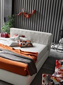"""Nowoczesne łóżko włoskie """" Jaqueline """"ze zdobieniami z nici na wezgłowiu. ( Istnieje możliwość wyboru innego koloru nici.)<br..."""