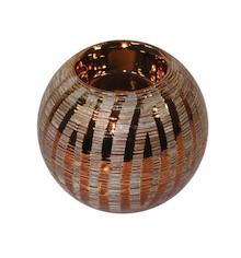 Połyskujące, bardzo efektowne świeczniki w kształcie kuli to doskonałe rozwiązanie do każdej jadalni, salonu czy sypialni. Pozwolą na zbudowanie...