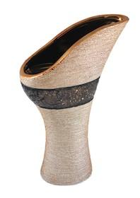 Wazon ceramiczny wyróżniający się bardzo ciekawym kształtem świetnie sprawdzi się w każdym salonie czy gabinecie. Każdej aranżacji doda mnóstwo...