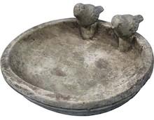Oryginalna, masywna misa w kształcie starodawnego poidła dla ptaków, to bardzo ciekawa rzecz. Może służyć jako pojemnik do przechowywania suchych...
