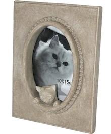 Nietypowa ramka na zdjęcia z figurkami kotów będzie doskonałym rozwiązaniem dla wszystkich miłośników tych zwierząt. Prezentuje się bardzo ciekawie,...