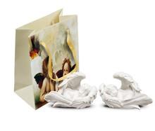 Torebki papierowe z aniołkiem to bardzo uroczy i gustowny sposób na zapakowanie upominku dla bliskiej osoby. Są bardzo gustowne i na pewno spodobają się...