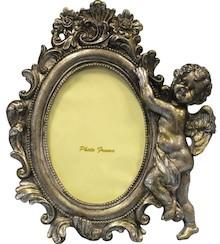 Elegancka i bardzo bogato zdobiona ramka na zdjęcia będzie wyjątkową dekoracją w każdym wnętrzu. Może się świetnie sprawdzić w każdym salonie,...