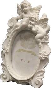 Biała ramka na zdjęcia ozdobiona uroczym aniołkiem to doskonałe rozwiązanie do wszystkich stylowych wnętrz. Świetnie sprawdzi się w każdym salonie,...