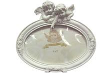 Pełne uroku ramki na zdjęcia ozdobione słodkimi aniołkami dostępne są w kilku wariantach. To ramki bardzo efektowne, które sprawdzą się jako stylowe...
