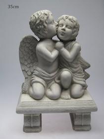 Efektowne, niewielkich rozmiarów figurki przedstawiająceaniołki to przepiękne elementy dekoracyjne. Figurki doskonale wkomponują się...