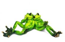 """Figurka przedstawiająca parę """"zakochanych"""" żab.  Kolekcja zielonych, ceramicznych, pięknie wykonanychfigurek żab. Różne rozmiary i..."""
