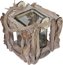 Efektowne, wykonane ze zrębków drewna i kory pojemniki w różnych kształtach i wymiarach, dzięki szklanemu wypełnieniu mogą pełnić funkcję...