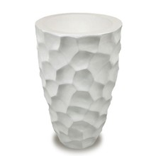 Elegancki, ceramiczny wazon w białym kolorze będzie znakomitym rozwiązaniem do praktycznie każdego wnętrza. Może się świetnie sprawdzić w salonie,...