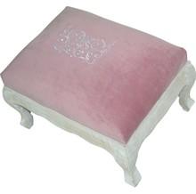 Eleganckie, biało-różowe siedzisko to pełen szyku mebel, który wniesie do każdego wnętrza mnóstwo uroku. Może być znakomitym rozwiązaniem do...
