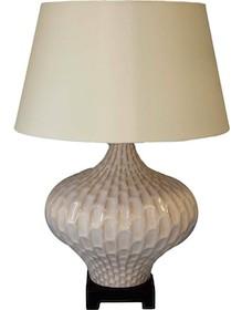 Elegancka i bardzo subtelna lampa z kloszem spodoba się wielu osobom o najróżniejszych upodobaniach. To produkt bardzo stylowy, gustowny, który z...