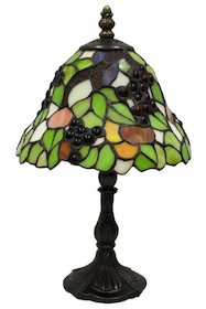 Bardzo ciekawa, stylowa lampa witrażowa o wyrazistej kolorystyce dostępna jest w dwóch kształtach, dzięki czemu każdy znajdzie coś dla siebie. To lampa...