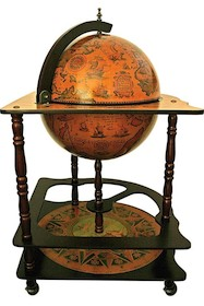 Bardzo oryginalny barek globus. Trzy poziomowa konstrukcja wsparta na czterech toczonych nogach zakończona kopułą globusa z malowniczą historyczną mapą...