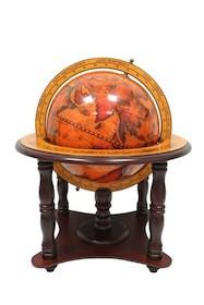 Niedużych rozmiarów stylizowany globus z przepiękną mapą i detalami. Całość wykonana z drewna.