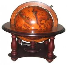 Mała, zwarta konstrukcja okalająca kulę ziemską utrzymana w stylu retro, to oryginalny element dekoracyjny do każdego wnętrza.