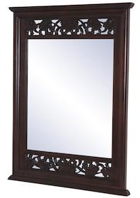 Bardzo eleganckie i szykowne lustro w pięknie zdobionej ramie będzie wyrazistym dodatkiem do każdego wnętrza. Może być znakomitym rozwiązaniem do...