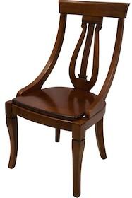 Bardzo szykowne drewniane krzesło to doskonałe rozwiązanie do wszystkich klasycznie urządzonych wnętrz. To mebel elegancki, stylowy, który szczególnie...