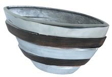 Bardzo efektowny wazon z aluminium spodoba się nawet bardzo wymagającym osobom. To produkt elegancki, stylowy, który na pewno doda wiele uroku każdej...