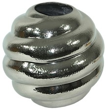 Efektowny i bardzo stylowy wazon w oryginalnym kształcie to doskonałe rozwiązanie do wszystkich równie eleganckich wnętrz. Każdej aranżacji doda wiele...