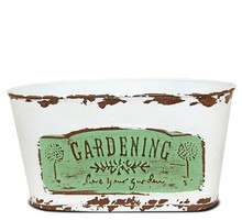 """Metalowe osłonki do kwiatów, roślin doniczkowych i ziół. Kolekcja """"Gardening"""" składa się z pojemników w różnych kształtach i wymiarach...."""