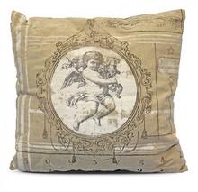 Elegancka poduszka dekoracyjna ozdobiona wizerunkiem słodkiego cherubinka to znakomite rozwiązanie do każdego salonu lub sypialni. To produkt stylowy,...