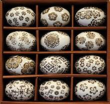 Jajka Wielkanocne w różnych kolorach i wzorach to przepiękna dekoracja świątecznego stołu. Pięknie wykonane, z dbałością o szczegóły.Te...