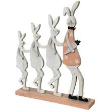 """Wesoła figurka wykonana z drewna.Trzy zajączkiidące na dwóch nogachw rządku za """"tatą"""" niosącym marchewkę. Zwierzątka..."""