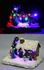 Niepowtarzalny domek zasypany śniegiem, to kolorowa lampkana zimne, długie wieczory oraz przepiękna ozdoba w ciągu dnia. Domek z niewielkim...