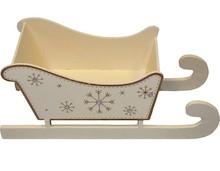 Sanie - kojarzymy ze świętami i zaprzęgiem reniferów świętego Mikołaja. Figurka przedstawiająca ten niezwykły i czarodziejski pojazd to niezbędnik...