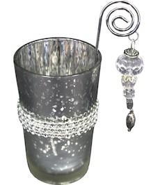 Szklane świeczniki utrzymane w świątecznej bądź też zimowej atmosferze doskonale wpiszą się w bożonarodzeniową atmosferę. Są bardzo stylowe i...