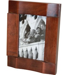 Drewniana ramka na zdjęcia dostępna jest w kilku wariantach, dzięki czemu każdy znajdzie coś dla siebie. To ramka bardzo gustowna, która wniesie do...