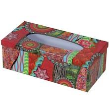 Kolorowe, bardzo efektowne i wyraziste pudełko na serwetki dostępne w dwóch wariantach to ciekawy dodatek do praktycznie każdego wnętrza. Znakomicie...