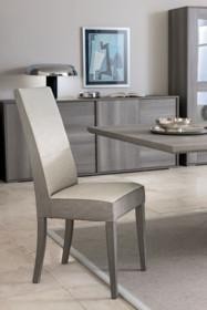 KrzesłoFUTURA GREY, podstawa wykonana z drewna i wybarwiana na kolor szarego dębu. Oparcie i siedziskowykonanejestze...