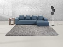 Poczuj się przytulnie w domu z tym dywanem! Włochaty dywan jest z zewnątrz przyjemny w dotyku, a zarazem nada każdemu pomieszczeniu przytulną atmosferę....