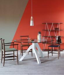 Stół KEPLERO to meble zaprojektowany i wykonany przez znaną włoską firmę MINIFORMS, która w swojej ofercie posiada meble z wyższej półki...