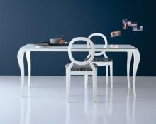 """Włoski stół Ghost, znanej i cenionej marki """"miniforms"""" Dostepny w wielu opcjach rozkładania i blatu nie rozkładanego. Nogi stołu wykonane są..."""