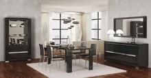 Włoski stół pochodzący z kolekcji ARMONIA DIAMOND wyposażona w kryształki SWAROVSKI. Stół wykonany z wysokiej jakości płyty meblowej...