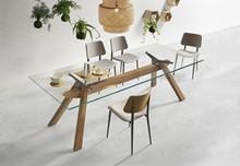 Stół Zeus 200x106 z blatem extra przeźroczystym i podstawą metalową w kolorze białym lub grafitowym.  Prezentowany produkt wykonywany jest na...