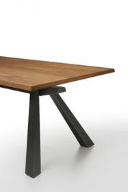 ZEUS MT 250x106 z blatem drewnianym. Występuje w dwóch kolorach - kora orzecha lub dąb naturalny. Podstawa stołu jest metalowa malowana na kolor grafit...