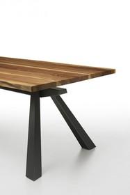 ZEUS MT 250x106 z blatem forniorowanym w kolorze orzech podpalany. Podstawa stołu występuje w dwóch kolorach: malowana na kolorz grafitowy lub biały....