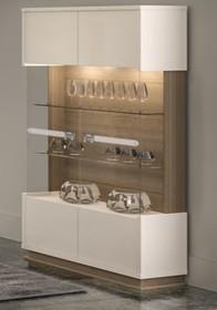 <br /><br />Witryna dwudrzwiowa wyposażona w cztery szafki oraz dwie szklane półki.<br />Kolekcja Evolution firmy Status...