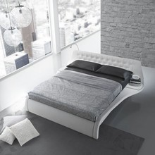 Łóżko GIGLIO z kolekcji włoskiej firmy Target Point. Łóżko typu king size z nowoczesnym wzornictwem, uzupełnione w wbudowane, funkcjonalne półeczki...