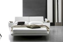 Łóżko ELBA typu king size.Poduszki łóżka rozkładają się w trzech pozycjach. Łóżko posiada wbudowane boczne szafki. Konstrukcja łóżka jest...
