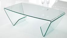 LYRA to stolik kawowy od Target Point, w całości stworzony ze szkła.<br />LYRA to połączenie klasyki i nowoczesności. Opływowe kształty i...
