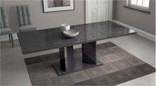 Rozkładany stół SARAH GREY wykonony z płyty MDF o wymiarach 180/104cm. Stół występuje w kolorze szarej brzozy i w całości lakierowany jest...