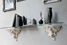 Wisząca półka PUTTO pochodzi z kolekcji Klasycznej od włoskich producentów Target Point. Półka wykonana jest z ceramiki oraz...